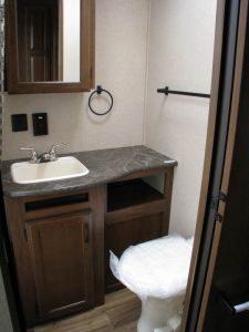 29-foot-rental-trailer-bayleys-resort-bathroom