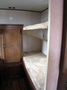29-foot-rental-trailer-bayleys-resort-bunkroom