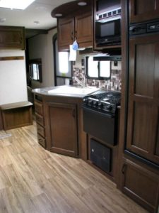 29-foot-rental-trailer-bayleys-resort-kitchen-2