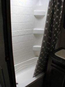 29-foot-rental-trailer-bayleys-resort-shower