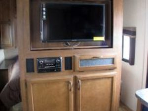 35-foot-rental-trailer-bayleys-resort-entertainment-area