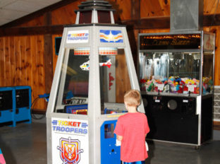 bayleys-resort-arcade-2