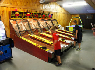 bayleys-resort-arcade-3
