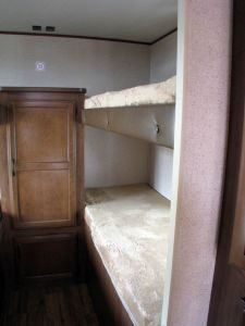 29-foot-rental-trailer-bayleys-resort-bunkroom