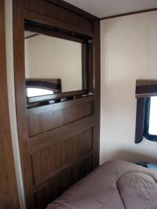 29-foot-rental-trailer-bayleys-resort-master-bedroom