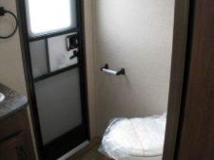 35-foot-rental-trailer-bayleys-resort-bathroom-2nd-door