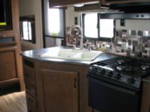 35-foot-rental-trailer-bayleys-resort-kitchen-2