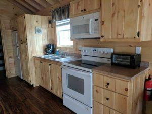bayleys-resort-cabin-rentals-kitchen-2